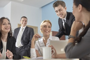 営業マンの動きを可視化し業務改善につなげるイメージ